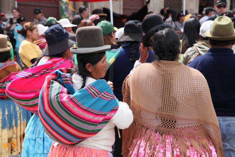 bolivyalı kadınlar ve ilginç kıyafetleri